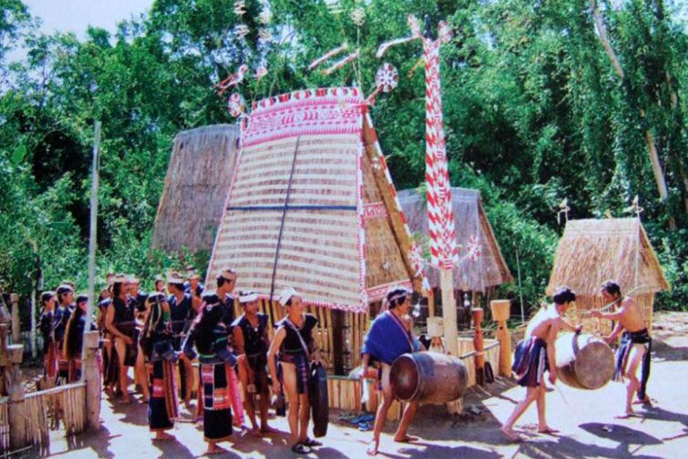 Lễ hội Bỏ Mả Phú Yên