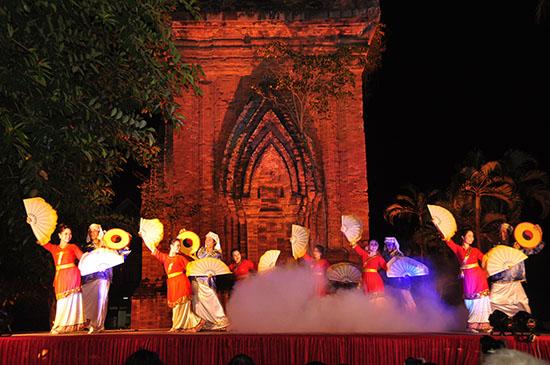 Đêm hội Tháp Đôi Tp Qui Nhơn