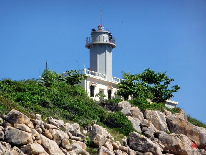 Ngọn Hải Đăng Hòn Chút - Đảo Bình Hưng, Cam Bình, Cam Ranh, Khánh Hòa