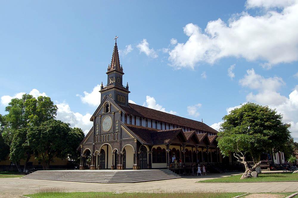 Nhà thờ chính tòa - Nguyễn Huệ, Thống Nhất, Tp. Kon Tum, Kon Tum