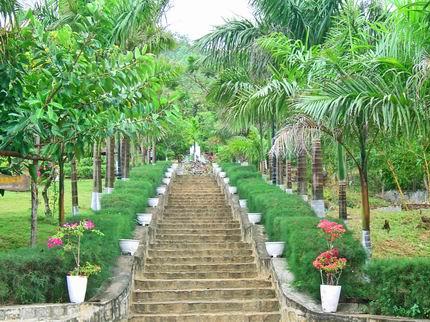 Thăm biển Qui Nhơn, viếng mộ Hàn Mạc Tử - Ghềnh Ráng, Tp. Qui Nhơn