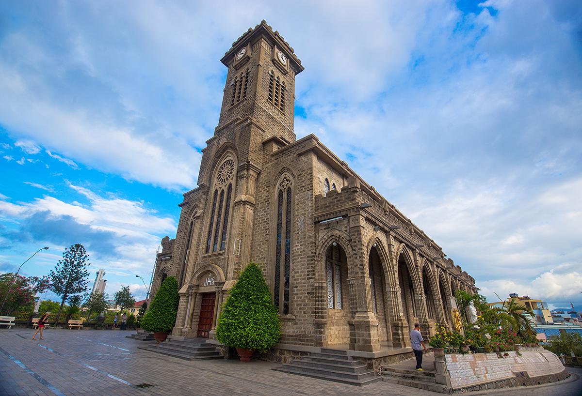 Nhà thờ Núi Nha Trang - 31 Thái Nguyên, Phước Tân, Tp. Nha Trang, Khánh Hòa